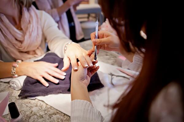 ella bliss nail artist